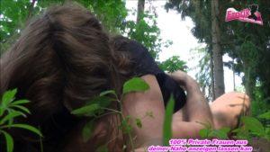 60 jährige Oma von Jungen Mann im Wald gefickt