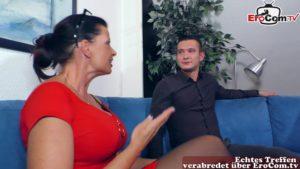 Deutsche Lehrerin verführt ihren Schüler zum Sex