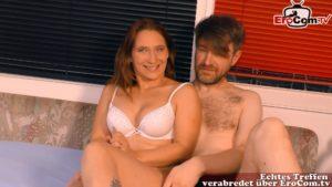 Mann teilt seine Ehefrau das 1.mal mit einem Mann