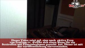 Deutsche Hausfrau fickt mit zwei schwarzen Neger