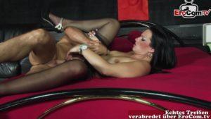 Heiße Putzfrau im Porno Kino verführt vom Kunden