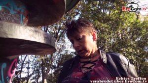 Alte Hausfrau Rubina vom Jungen Mann abgeschleppt