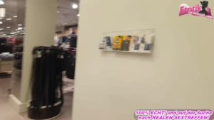 Spermawalk im Shoppingcenter nach Umkleide Dreier