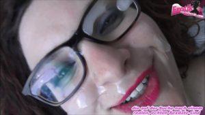 Gesicht voll Sperma für Jenny-Joy auf dem Balkon