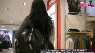 Sex im Kaufhof Umkleide mit Toni-Morena Pov