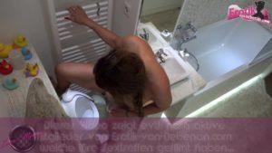 Sex Bestrafung für freche Brünette im Badezimmer